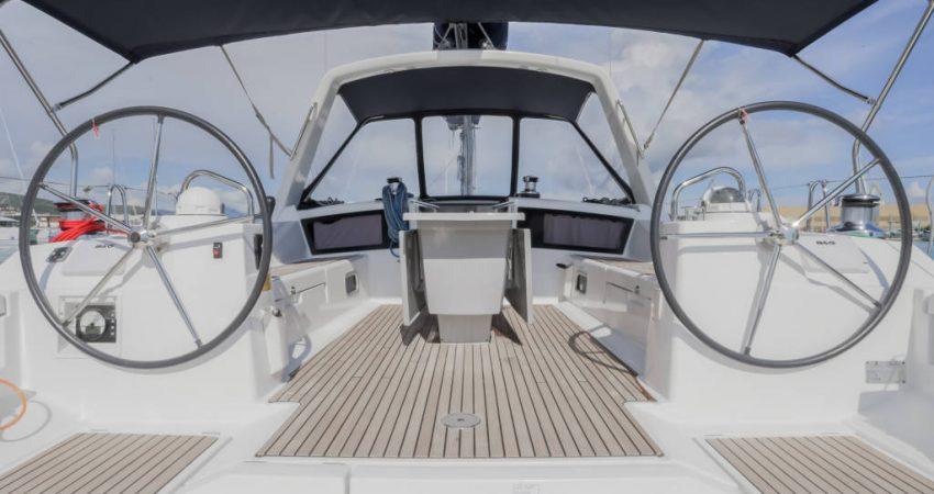 Oceanis_48_cockpit