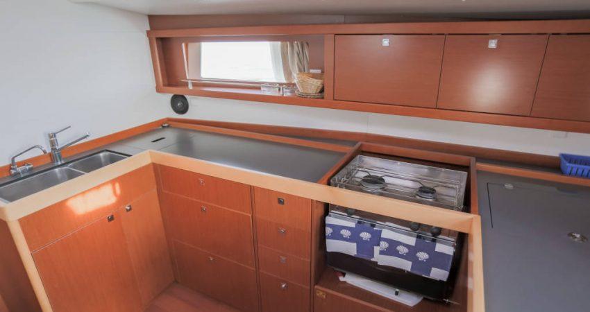Oceanis_48_kitchen