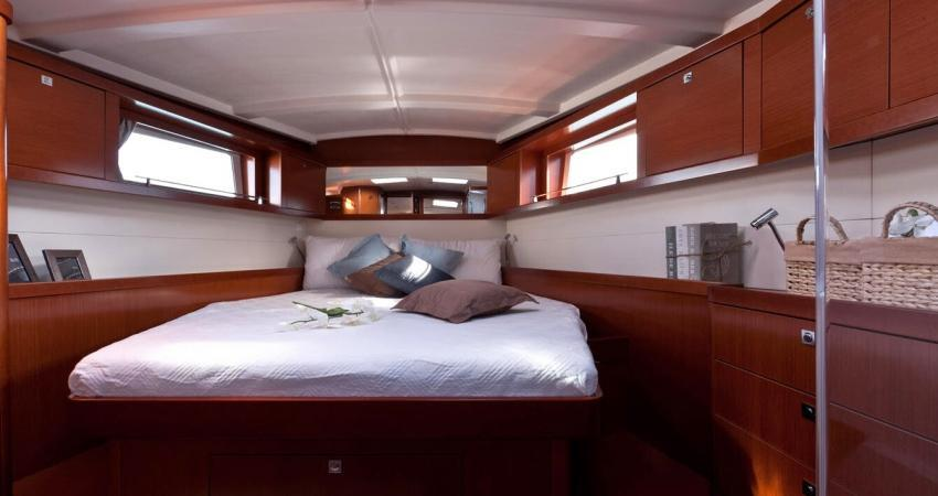 3.Claudia_front cabin